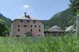 002-aubergedejeunessehiserrechevalier-facade-web600cfuaj-aj-212