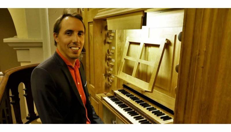 12-aout-thibaut-duret-a-l-orgue-a-fait-rever-le-public-de-l-eglise-1474836857-1978509