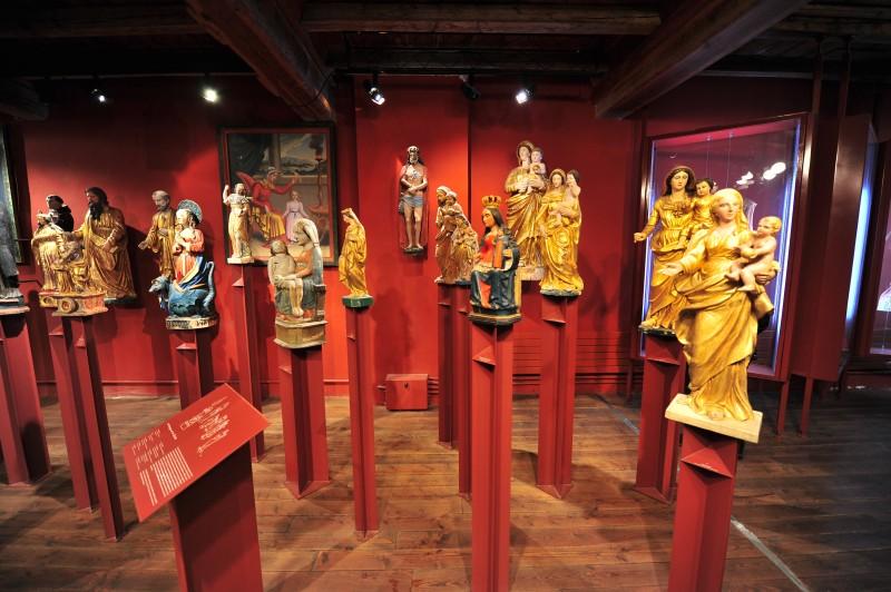Statues en bois Polychrome et dorées au Musée d'art sacré du Monêtier les Bains