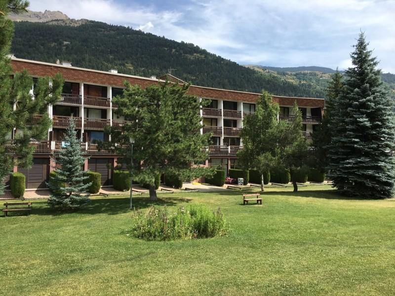 facade-immeuble-e-te-49687